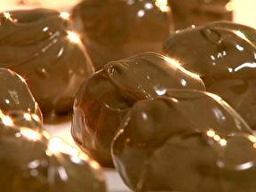 Trufas de Panetone: http://g1.globo.com/jornal-hoje/noticia/2012/12/veja-como-preparar-deliciosas-trufas-de-panetone-para-ceia-de-natal.html