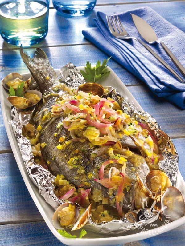 Se volete assaporare il gusto dell'estate in tutte le stagioni, cimentatevi nella preparazione dei Saraghi e vongole al cartoccio!