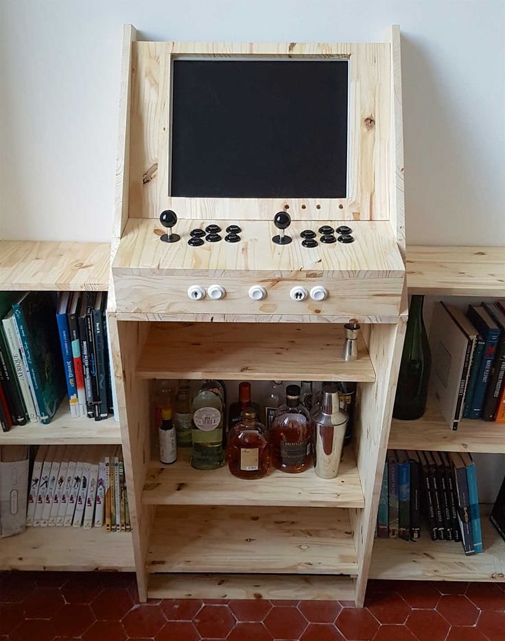 How to build a retrogaming arcade machine with a Raspberry Pi 3? It had been a while since the idea was in my head, and we finally worked on it with my frien