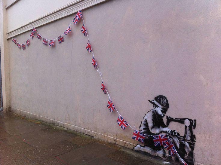28 oeuvres de street art interagissant avec leur environnement drapeau anglais   28 oeuvres de street art interagissant avec leur environnem...