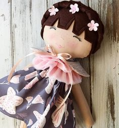I simply adore her sweet freckles 💕 I'm back in the sewing room this week working on our beautiful #helloolliecollection 💕 #restockjan14 #comingsoon #spuncandydolls #etsyseller #handmadedoll