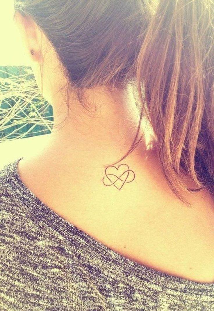 tatouage signe infini avec coeur au dos pour femme