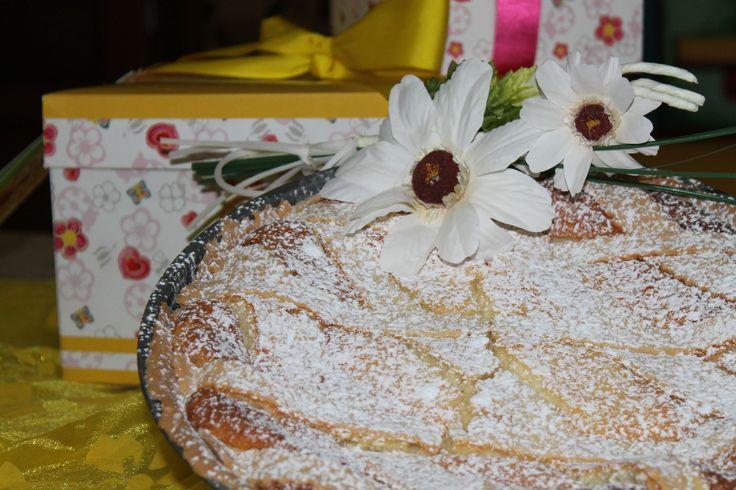 Pastiera Napoletana - Base di Pasta Frolla con ripieno di Ricotta, Grano cotto e aromi.