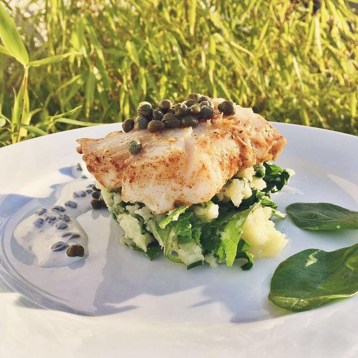 Apriamo questo settembre con un piatto tipico svedese a base di pesce.   #instafood #swedish #chefincamicia #noifacciamocosì #fish #swedishfish #sweden #summer #healthyfood #italianchef