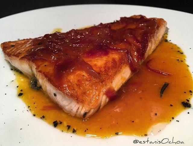 Salmon A La Plancha Con Cebolla Caramelizada En Salsa De Cítricos En Histories Que He Usado Para Hacer La Salsa Puescojonudooiga P Food Pork Meat