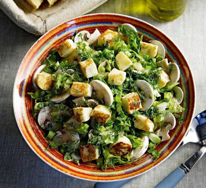 Μια ωραία πρόταση σαλάτας που συνοδεύει νόστιμα ένα πιάτο με κρέας, ψάρι ή κοτόπουλο.