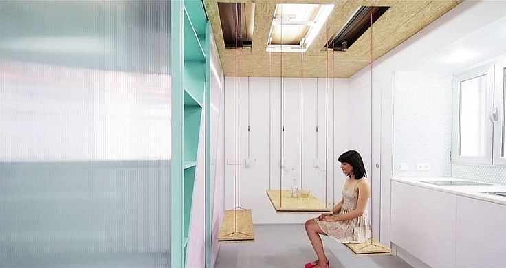 Подвесной стол и скмейки в лофт-апартаментах