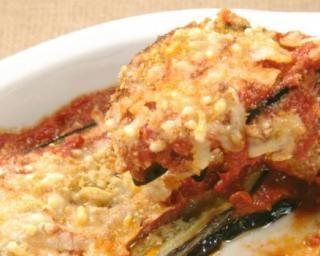 Aubergines gratinées aux tomates, poivron et ricotta. Gratin: fromage ou chapelure. Servir avec quinoa.