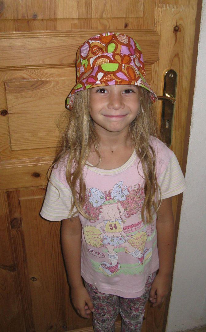 MONMICU - Monika ušila klobouček pro svojí princeznu.