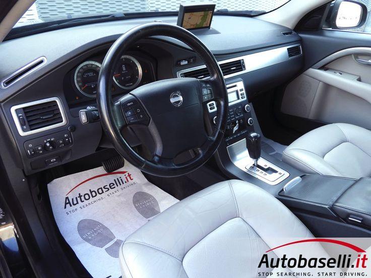 VOLVO S80 2.4 D5 AWD MOMENTUM GEARTRONIC Cambio automatico + Navigatore + Interni in pelle + 2xclima + Radio cd + Comandi al volante + Caricatore cd + Impianto audio premim + Fendinebbia + del 2009