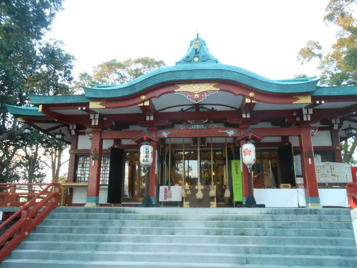 This is the ancient shrine called Tamagawa-sengen Shrine in Ota city, Tokyo. The view from the veranda of the shrine is wonderful and you can see the beautiful view of Tamagawa sunset with Mt.Fuji if you are lucky.