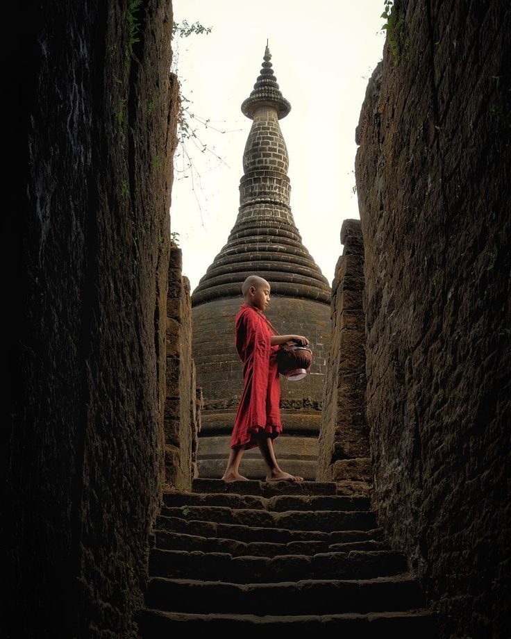 . ______________________________________________________________ Location | I found the peaceful place in the middle of nowhere ; The Largest Temple of Mrauk-U : Koe Thaung Temple, Rakhine State, Myanmar 2016 ______________________________________________________________ The Lost City Mrauk-U houses a rich Collection of Temples and Pagodas second only to the Bagan, most of Mrauk-U Temples were constructed of hewn stone bricks, unlike the mud and clay brick of Bagan…