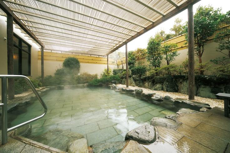 大浴場枇杷の湯 露天風呂 からだに良いと言われる枇杷の葉を入れております。
