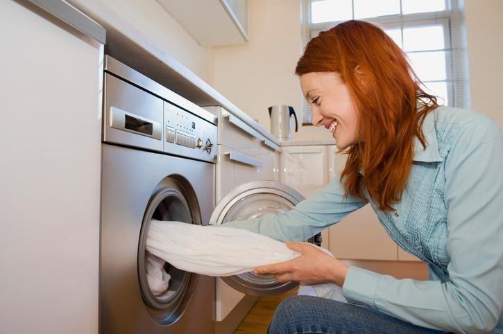 Een wasmachine kun je absoluut niet missen in huis. Maar hoe vaak moet je een wasmachine schoonmaken? En hoe doe je dat best?