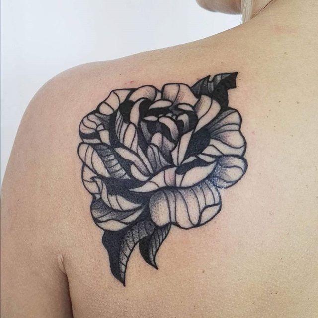 #peony #peonys #peonytattoo #flower #flowertattoo #tattoo #inked #tattooart #black #blackworkerssubmission #equilattera #tattrx #blxckink #onlyblackart #inkedboy #inkedgirl #lovetattoo #lineart #linetattoo #blacktattoo #ink #rockninktattoo #rocknink #evelqbiak #kraków