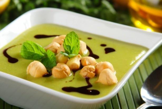 Supă cremă de mazăre cu mentă şi crutoane pufoase – Sănătoasă, răcoritoare şi gustoasă, poate încânta orice pofticios!