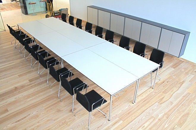 Four®Learning - By Four Design - The table is available in 2 different sizes. It is possible to upgrade Four Learning with chair suspensions, linking device and cable duct.