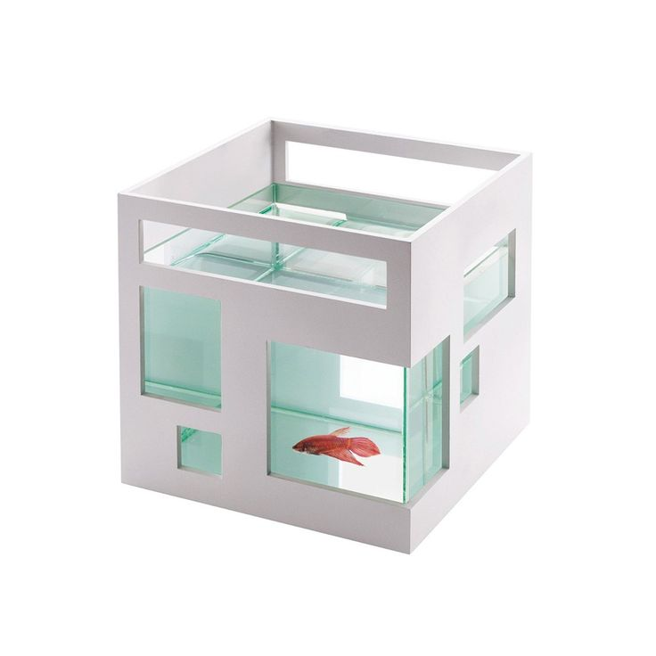 Award-winning contemporary design is now available to your pet with this angular fish tank, perfect for small spaces like bookshelves and desks. The fish tank can also be customized: the white outer shell can be painted to suit your home or office.