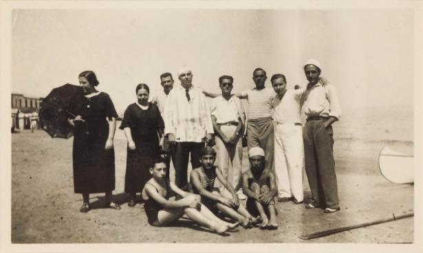 Miguel Hernández con miembros de la Universidad Popular de Cartagena en Cabo de Palos (28 de agosto de 1935)