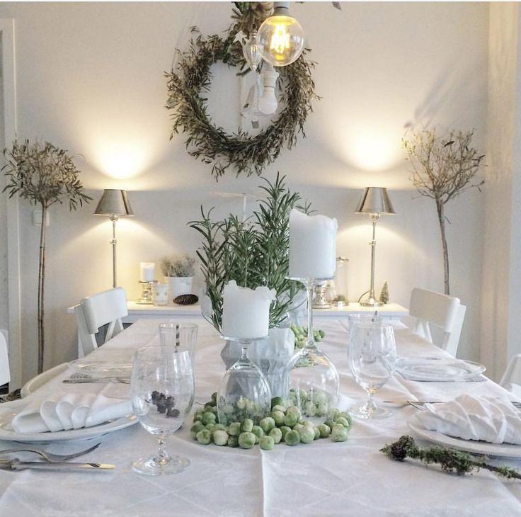 Deko Weihnachten Tisch natürlich grün weiß Landhausstil dekoweihnachtentisch Deko Weihnachten ...