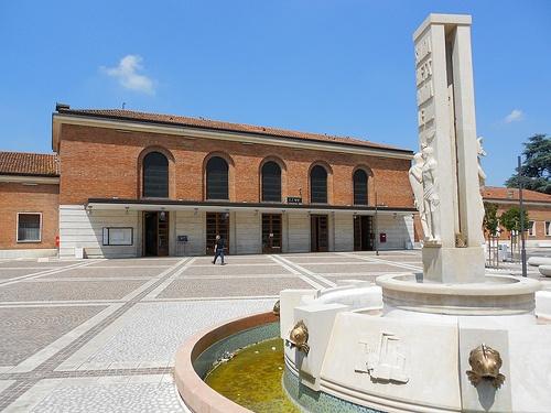fontana alla stazione di Rovigo  VIRGILIO MILANI (Rovigo, 29 febbraio 1888 – Rovigo, 15 marzo 1977)    #TuscanyAgriturismoGiratola