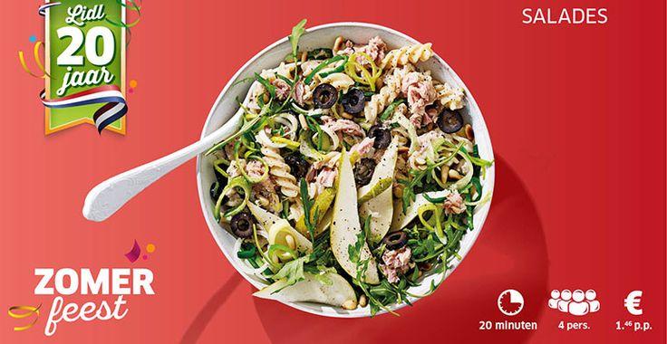 Pastasalade van tonijn met prei, peer, olijven en pijnboompitjes. Tip vervang de tonijn door gerookte zalm en laat de prei en olijven weg.
