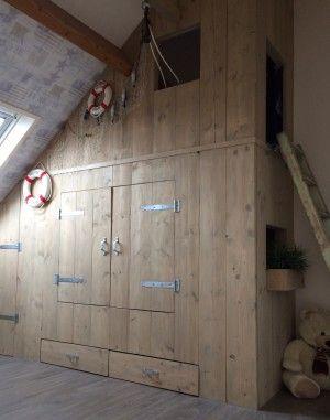 Bedstee van steigerhout samen met mijn man gemaakt op zolder