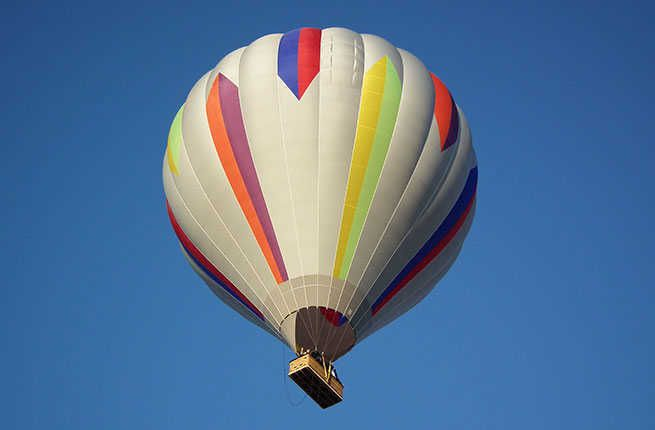 Panoramic views and astounding altitudes await when you take off on these scenic hot air balloon rides.