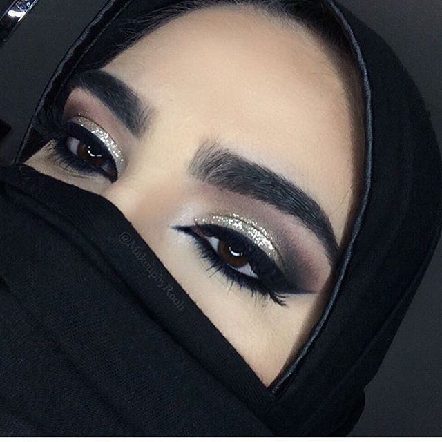 Bold, big brows and traditional super liner eyes
