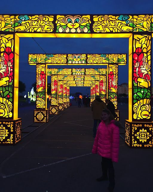I love lights. And I also love to eat. So the Holiday Magic Festival Of Lights  at Retama Park was a fantastic place to check out. Yes, Chri...