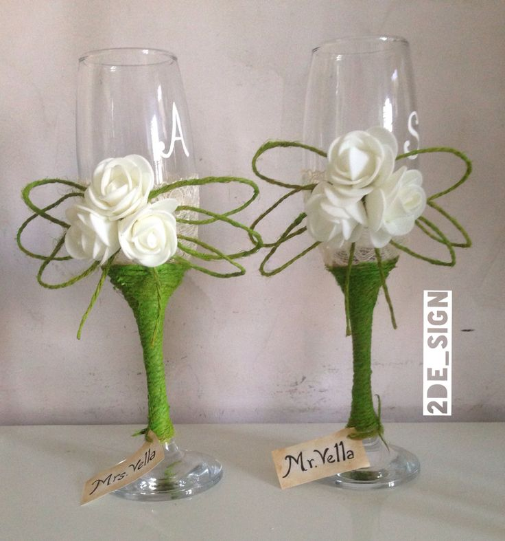 Wedding glasses shabby chic, apple green and white roses/ bicchieri nuziali in stile shabby chic, con rose bianche , pizzo e corda verde mela