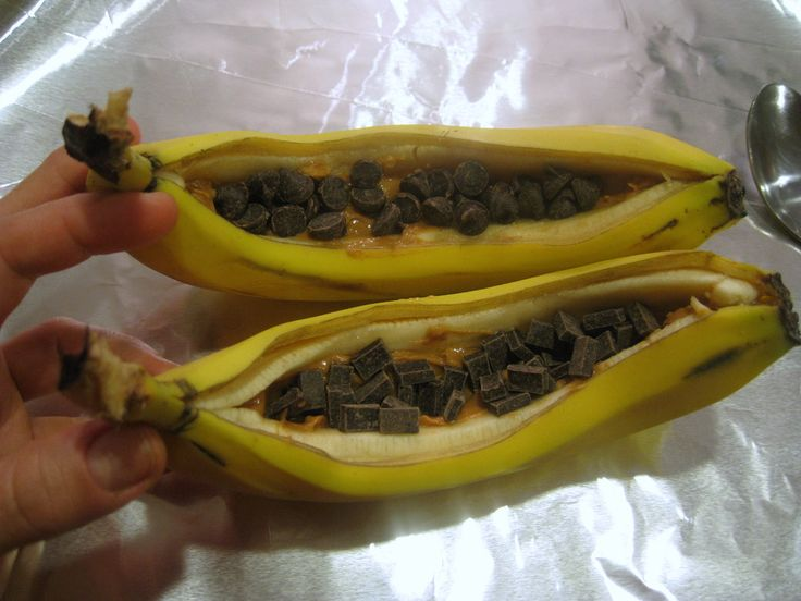 Baked Banana Boat with Peanut Butter and Chocolate Chips 2 WW Points +
