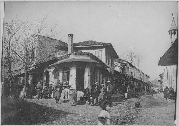 Grèce ; Macédoine orientale et Thrace ; Drama ; Drama La ville de Drama et ses habitants. Une rue de la ville 1916