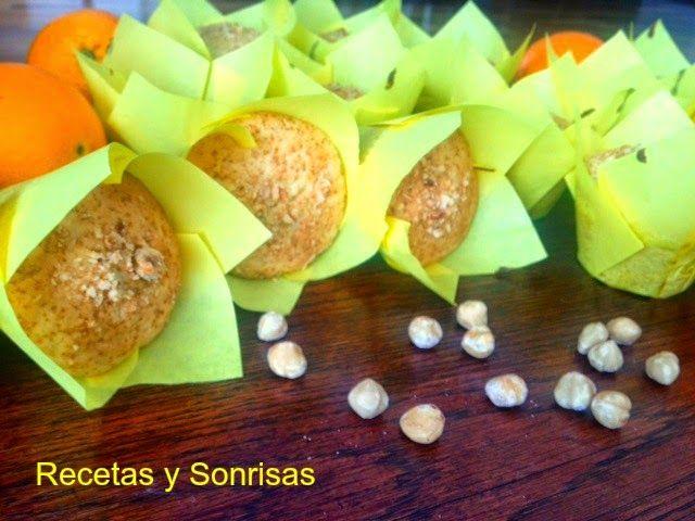 Muffins gigantes de naranja y limón. Es una receta que los que teneis problemas de diabetis y sobrepeso esta adaptada para usar Sucrafor, un azúcar de abeful con stevia. http://recetasysonrisas.blogspot.com.es/2015/04/muffins-de-naranja-y-limon-con-avellanas.html #sucrafor #recetasparadiabeticos #recetasdemuffins #recetasconcitricos #magdalenas