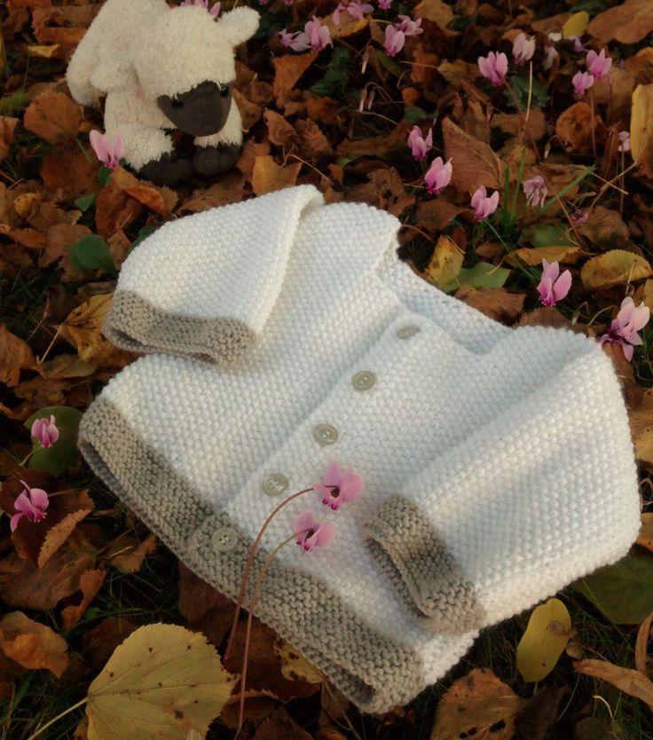 Avec les températures qui baissent, les envies de tricot reviennent. Un petit gilet taille 3 mois pour garder bébé au chaud, quoi de mieux pour commencer? Dans cet article, je vous fais cadeau de m…