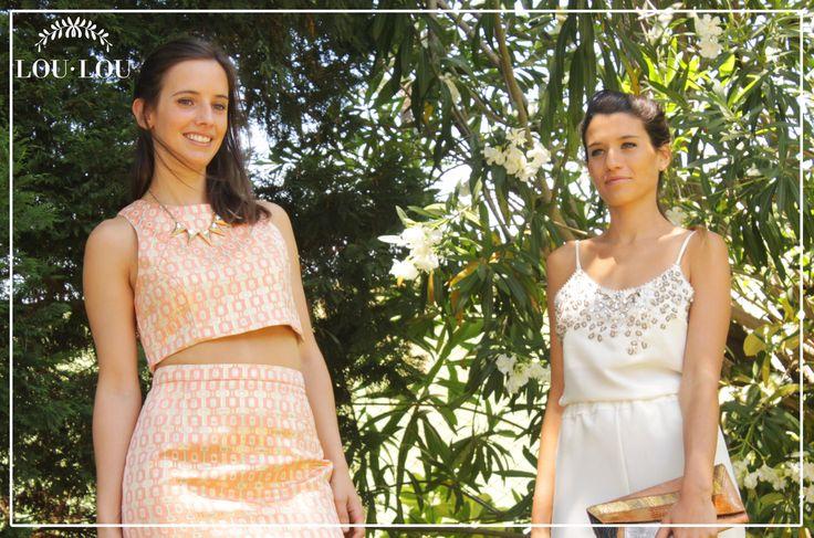 Mechi: pantalón Lyon en blanco y musculosa Gwen bordada a mano / Sofi: falda Louvre y top Anastassia en brocato