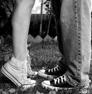 """""""Tudod olyan ritkán jön össze, hogy két ember igazán szeresse egymást. Vagy az egyik szerelmes és a másik elfogadja vagy csak valami összetartja őket. Fogadj meg tőlem egy tanácsot: ne okozz másoknak bánatot, meg szenvedést. Ha szereted őt, úgy tedd, hogy ő is boldog legyen. Hisz olyan rövid ez az élet és annyira kevés jó dolog jut belőle, hogy azt a pici kis örömet el kell fogadnunk ami néha jut."""""""