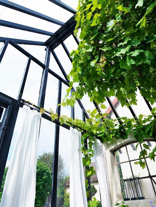 I förra numret av HUS & HEM fick man se detta vackra orangeri...vilken dröm! Med soffdel, många fönster, högt i tak, massor av växter, b...