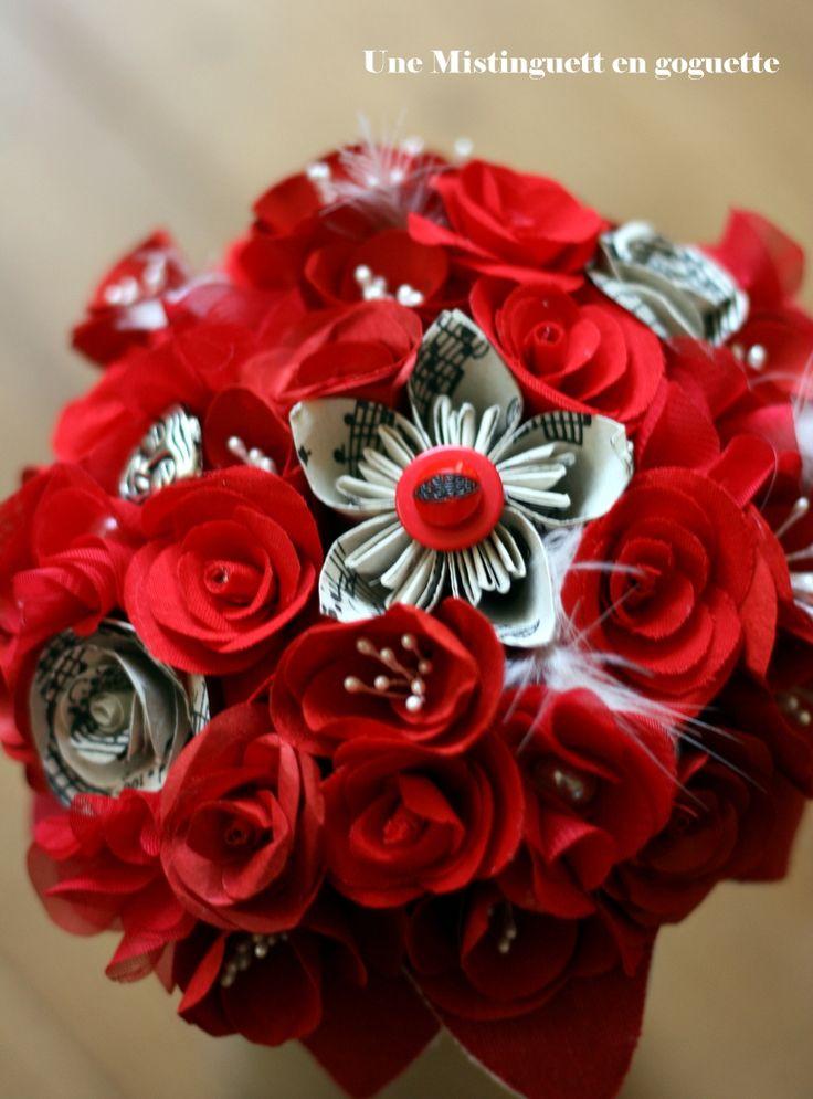 Bouquet en papier et tissu rouge passion  Création www.une-mistinguett-en-goguette.com