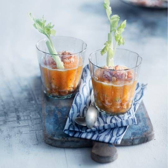 Voor een mooi koel effect, zet de glazen even in de diepvries. Recept - Meloengazpacho met Hollandse garnalen - Boodschappenmagazine