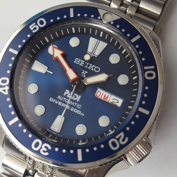 My submission for #redseikosunday, the blue big dot bezel insert is a perfect match for the PADI dial.  .  .  #seiko #seikoskx #skx009 #watchmod #srpa21 #seikoturtle #turtlepadi #paditurtle #diverswatch #watch #loveit #fashionista #wristgame #wristwear #menswear #seikowatchclub #watchfam #watchfreak #seikopadi #crystaltimes #crystaltimeshorology #instawatch #watchesofinstagram #instawatch #rolexwrist #rolex #seikosunday #womw #watchcollector