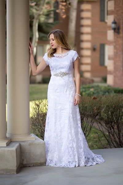 Simple STUNNING wedding dress for RENTAL amazing and SO affordable