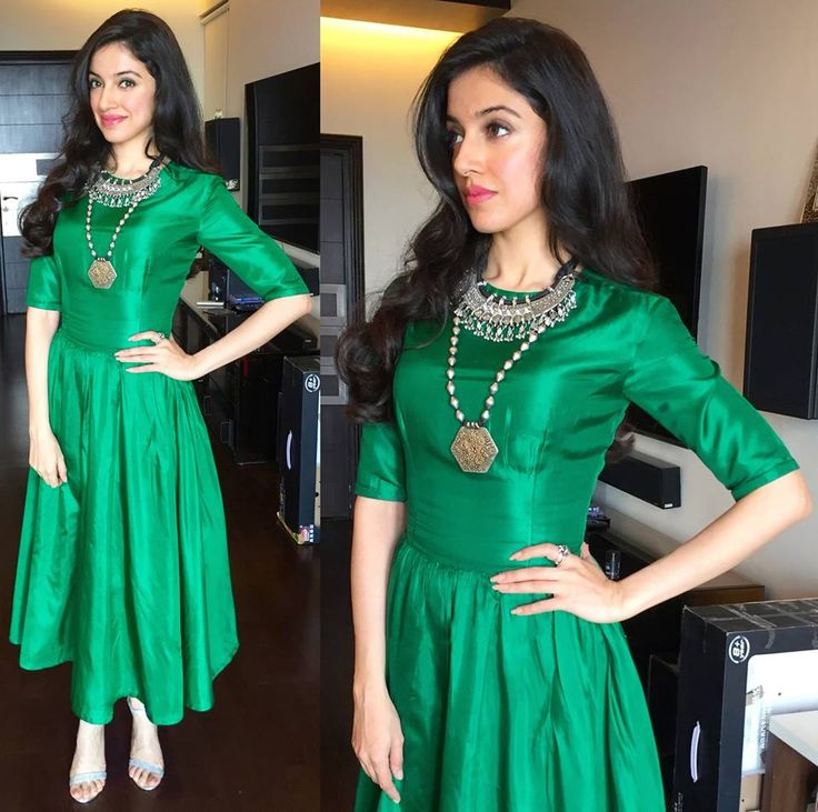 Women Love To Flaunt And Look Stunning In Suit Just Like Celebs #DivyaKhosla, #Green, #Gown