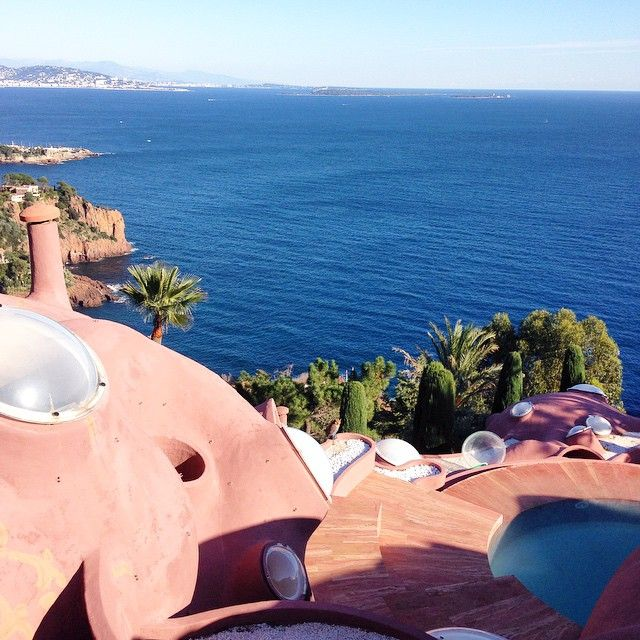 #palais #bulle #pierrecardin #travellingram #trip #theoulesurmer #ilmaredinverno #costaazzurra #cotedazur #viaggio #mare #sea #france #francia #newyearseve #capodanno #contdown #2015 #contoallarovescia #voyage #travel  #viaggio #celebration #coast #vacanza #instabest #design#homedesign #homedecor #home #art
