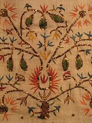 Runner from Skyros - sprays of flowers, fruits and stylized birds Silk and gold thread, gold wire on cotton - Straight stitch