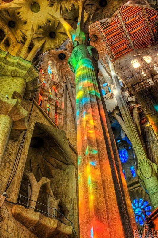 Sagrada Família (Basilica of the Holy Family) - Reflection on a column. #barcelona #gaudi