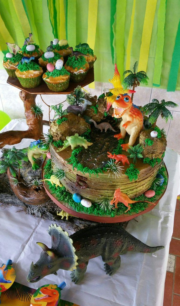 How To Make A D Dinosaur Birthday Cake