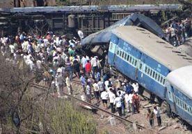 4-May-2014 16:25 - DODEN BIJ TREINONGELUK IN INDIA. Door een treinongeval in het westen van India zijn vandaag 18 mensen om het leven gekomen. Meer dan 60 mensen raakten gewond. Volgens een woordvoerder van de Indiase spoorwegen ontspoorden diverse wagons van een passagierstrein ongeveer 100 kilometer ten zuidoosten van de stad Mumbai. De oorzaak van het ongeval is nog onbekend.