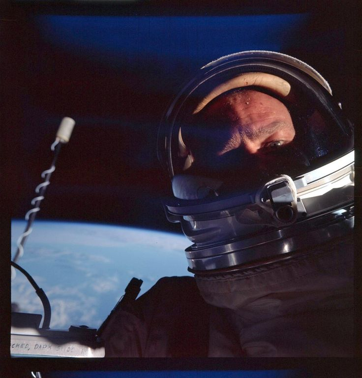 Buzz Aldrin in the first ever space selfie during an EVA on the Gemini 12 mission in 1966. [920  960].