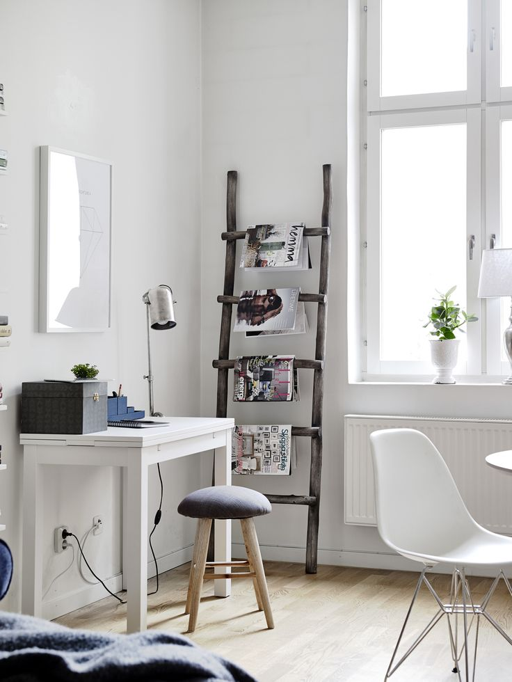 workspace in the living room - Entrance Fastighetsmäkleri